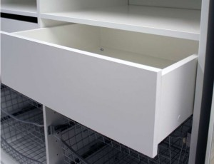 Liukuovikaappi laatikko